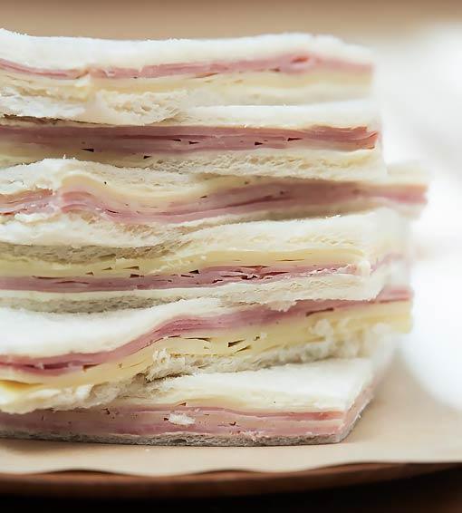 panaderias-siglo-21-la-valiente-sandwiches-de-miga