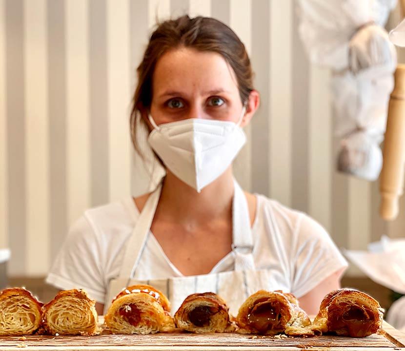 panaderías-siglo-21-nuna-medialuna-cocinera