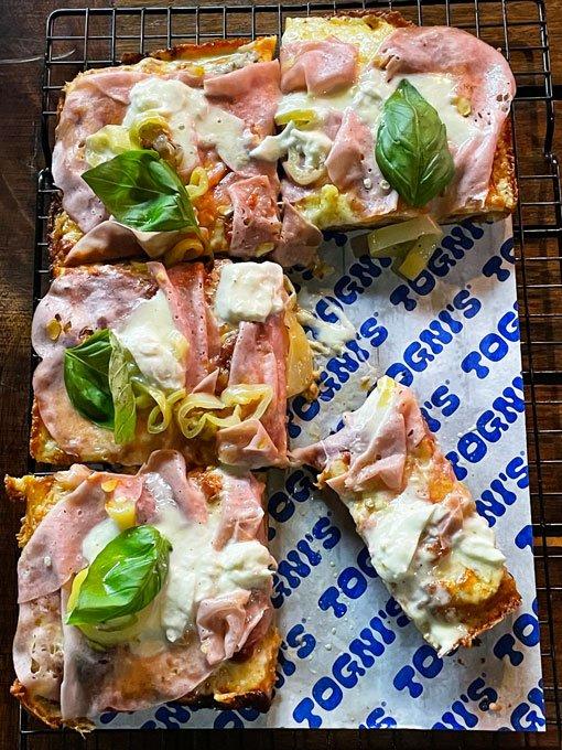 tognis-pizza-mortadela