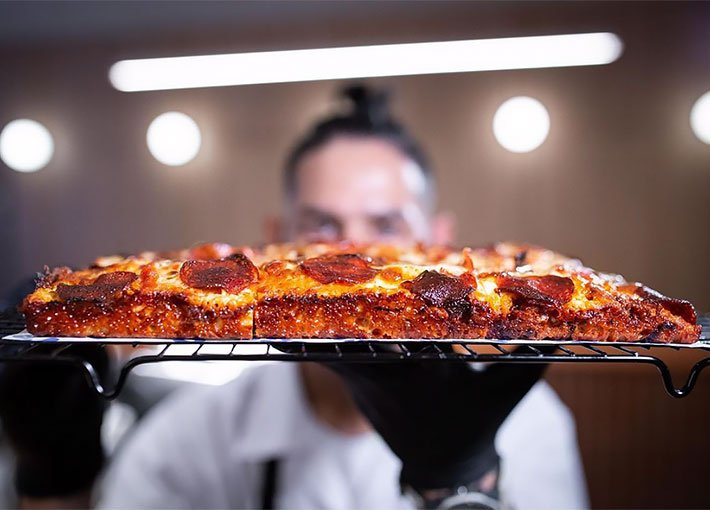 tognis-pizza-media-masa
